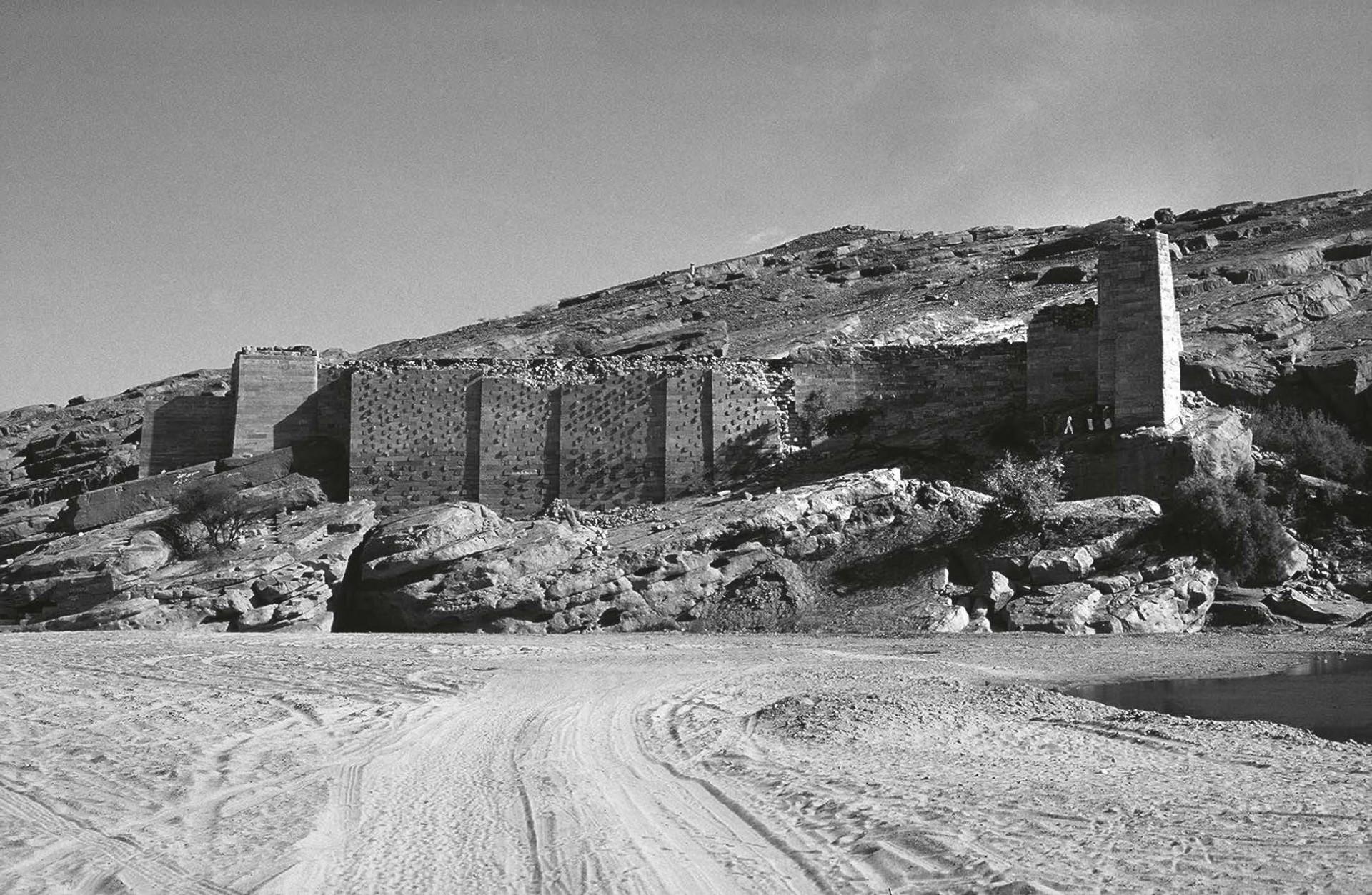 Le môle sud de la digue de Marib