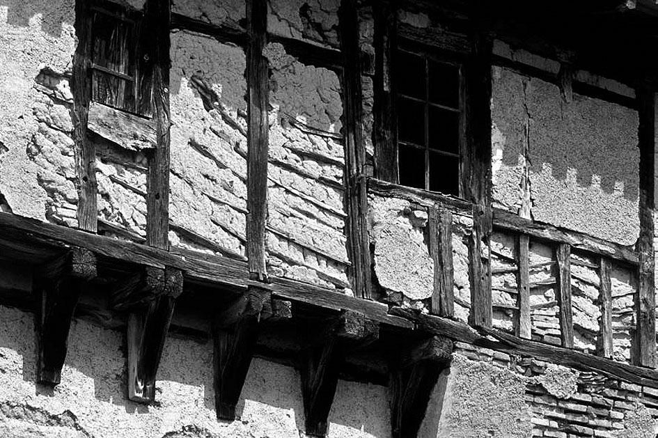 Maison ancienne à structure bois