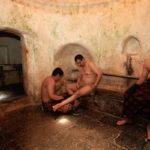 Hommes au hammam